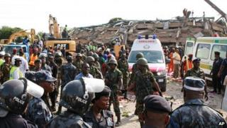 Scene at collapsed building in Accra, Ghana (7 November 2011)