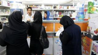 Women queue at a pharmacy in Tehran (21 October 2012)