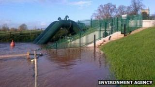 Flood defences in Kemspey