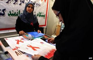 An Iranian woman reads a leaflet at an exhibition marking World Aids Day in Tehran on (1 December 2008)