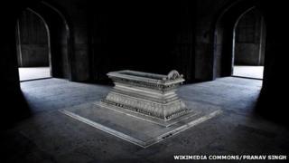 Safdarjang's Tomb in Delhi taken by Pranav Singh that won the world's largest online photo contest
