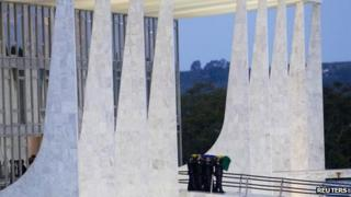 Oscar Niemeyer's coffin being taken from the presidential palace in Brasilia (7 Dec)