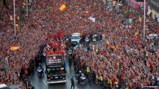 Fans celebrate Euro 2012 title in Madrid