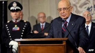 Italian President Giorgio Napolitano speaks at the Quirinale palace in Rome after dissolving parliament on 22/12/12