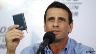 Capriles with the Venezuelan constitution