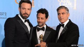 Argo director Ben Affleck (l) poses with producers Grant Heslov (c) and George Clooney