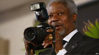Kofi Annan with a camera in South Africa (Archive shot - 2002)