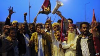 Activists of the ruling Pakistani Peoples Party protest against the Supreme Court decision to arrest Pakistan Prime Minister Raja Pervez Ashraf