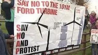 Protestors against the Ford turbine