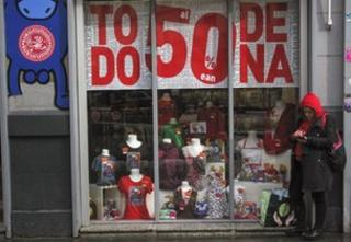 Shop offering heavy discounts in Pamplona, Spain