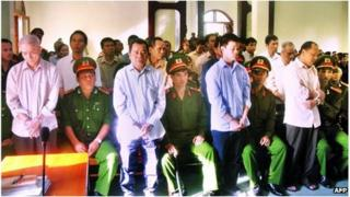 Phan Van Thu (R-standing) and others on trial in Phu Yen province, Vietnam (28 Jan 2013)