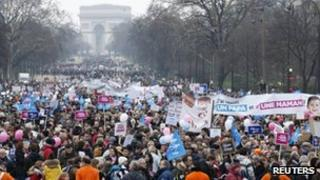 Protesters against gay marriage and adoption in Paris (13 Jan 2013)