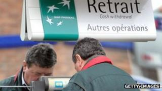 Man withdrawing cash from BNP Paribas