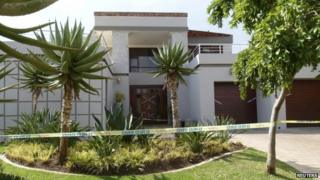 Police cordon around Oscar Pistorius' home (14 February 2012)