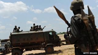 File photo of Sri Lankan troops (24 April 2009)