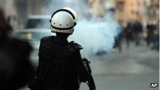 Bahraini police fire tear gas (18/02/13)