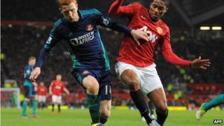 Manchester United's Ecuador midfielder Antonio Valencia (R) vies with Sunderland's English midfielder Jack Colback (L) during the English Premier League football match between Manchester United and Sunderland at Old Trafford in Manchester, England on 15 December 2012