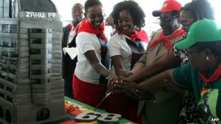 Zimbabwean President Robert Mugabe (centre) and his family cut cut the birthday cake in Bindura. Photo: 2 March 2013