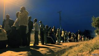 Kenyans wait to cast their vote at a polling station in Kibera slum in the capital Nairobi 4 March 2013