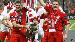 Liverpool celebrate Carling Cup win