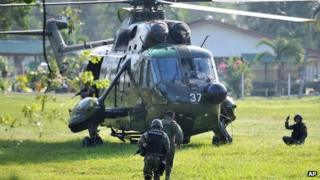 Malaysia army commandos prepare to board a helicopter to join an assault near the area where a stand-off with Filipino gunmen took place 5 March 2013, in Tanduo village, Lahad Datu, Sabah, Malaysia
