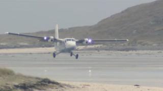 Plane landing on Hial's Barra beach air strip