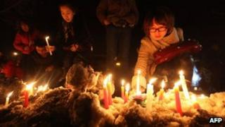 Mourners light candles for the baby in Jilin on 5 March 2013