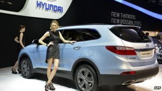 The new Hyundai Gran Santa Fe on show at Geneva