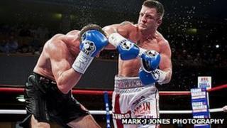 Enzo Maccarinelli fights Shane McPhilbin