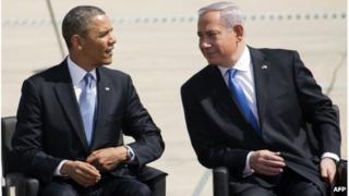 US President Barack Obama (left) and Israeli Prime Minister Benjamin Netanyahu (right) at Ben Gurion airport, 20 March 2013