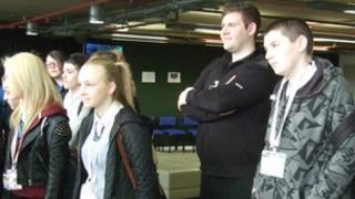 PC Stephen Kanally and pupils