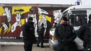 German police at East Side Gallery (27 March 2013)