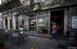 Quake-striken bar in L'Aquila