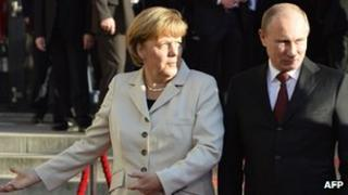 German Chancellor Angela Merkel and Russian President Vladimir Putin in Hanover, 7 April 2013