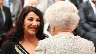 Kate Bush meets the Queen