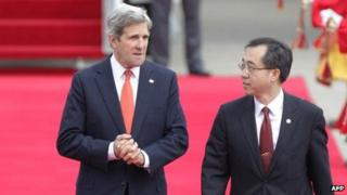 US Secretary of State John Kerry arrives in Seoul to be be met by foreign ministry official Moon Seung-Hyun