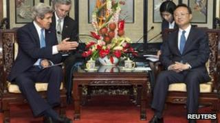 US Secretary of State John Kerry and Chinese chief diplomat Yang Jiechi in Beijing (13 April 2013)