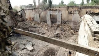 House destroyed in a violent clash in Selibuya (25 April 2013)