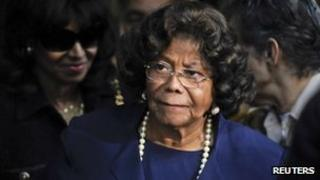 Katherine Jackson leaves court 29 November 2011