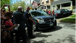 Amanda Berry arrives in a car at her sister's house in Cleveland