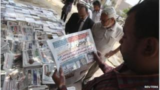 Man reads copy of al-Watan in Cairo (12/05/12)