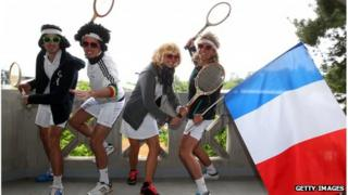Tennis fans with flag