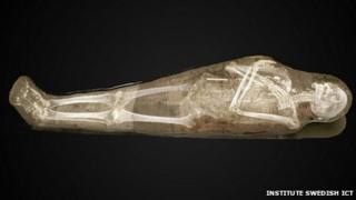 Early visualisation of CT scan of a mummy