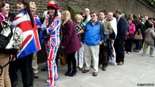 Queue for the Queen's Jubilee concert