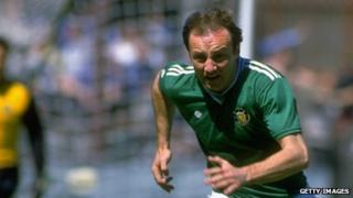 Dave Langan playing for Republic of Ireland