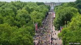 Cyclists by Buckingham Palace