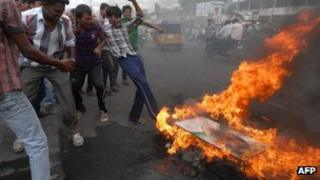 United Andhra Pradesh activists burn a portrait of former Indian Prime Minister Rajiv Gandhi in Ananthapur, some 400km from Hyderabad on August 1, 2013