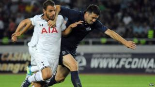 "FC Dinamo Tbilisi""s Givi Kvaratskhelia and Tottenham Hotspur FC""s Roberto Soldado during UEFA Europa League qualifying football match."