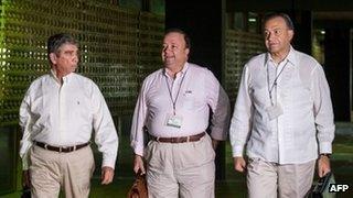Gen Jorge Enrique Mora Rangel (left), Luis Carlos Villegas, and Gen Oscar Naranjo in Havana, Cuba on 23 August 2013