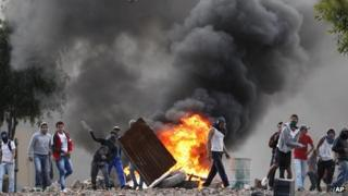Protesters in Ubate erect burning barricades on 26 August 2013